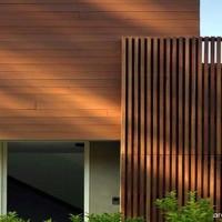 Rumah-artistik-dengan-pagar-kayu