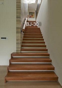 lantai tangga jati